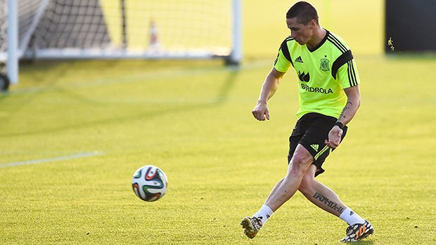 Torres works on his shooting during a Spanish training session.