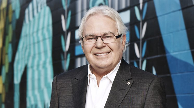 Les Murray.
