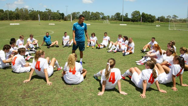 Tim Cahill gives some advice to the 2017 Foxtel All-Stars Tim Cahill Ambitions Tour participants.