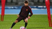 Daniel De Silva on the ball during an AS Roma training session.