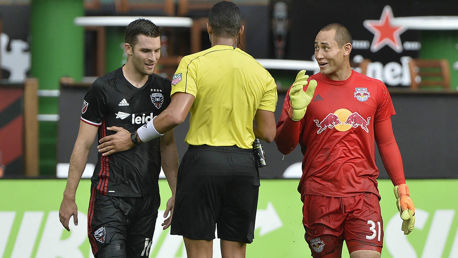 Patrick Mullins Luis Robles MLS 08212017