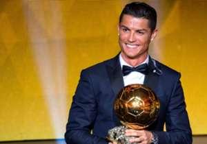 Cristiano Ronaldo si ripete. Dopo aver conquistato il The Best FIFA, anche il Pallone d'Oro 2017 è suo: è il quarto riconoscimento negli ultimi 5 anni. Di seguito, ecco la classifica completa: da Buffon a Bonucci, passando per Dybala e Mertens, c'è anc...