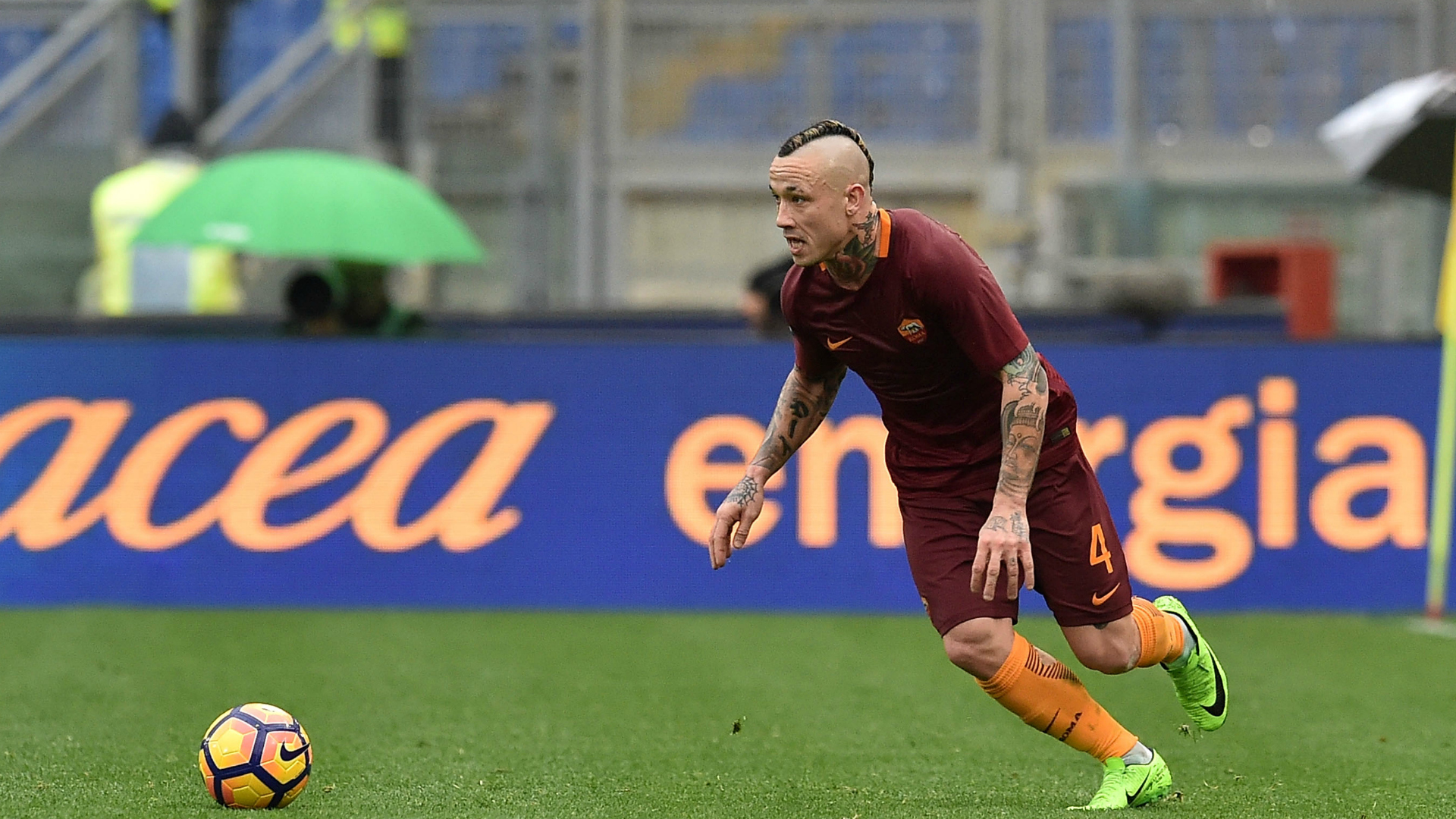 Serie A news Radja Nainggolan signs new Roma contract to end