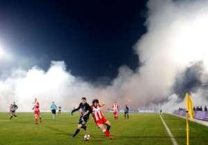 Sangue e paura a Belgrado dove, durante il Derby tra Partizan e Stella Rossa, le due tifoserie sono venute a contatto provocando gravi incidenti. Arresti e feriti. La partita si è comunque giocata regolarmente ed è terminata sul punteggio di 1-1.