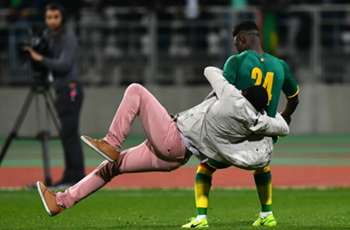 Utter chaos as Ivory Coast vs Senegal match abandoned after fans invade pitch