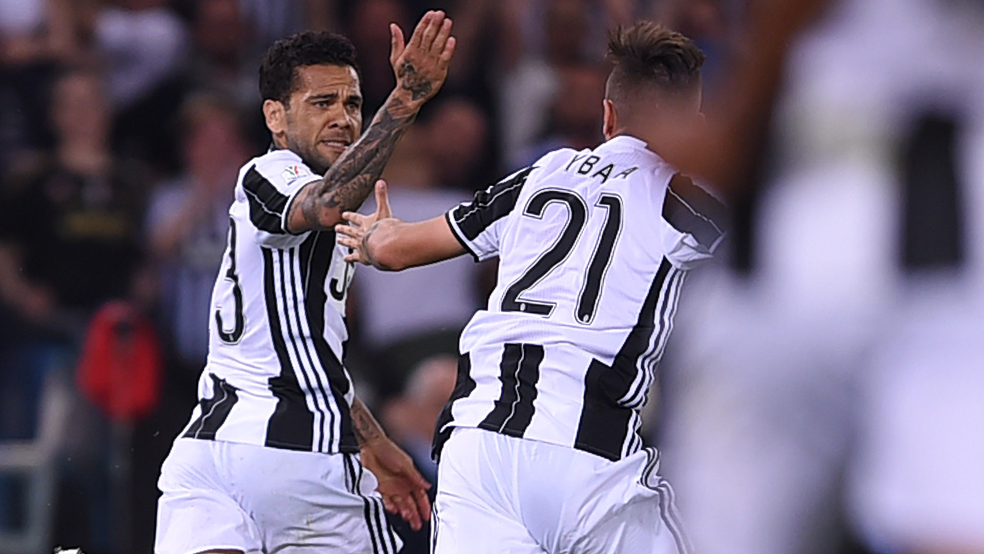 Dani Alves Juventus celebrating Coppa Italia