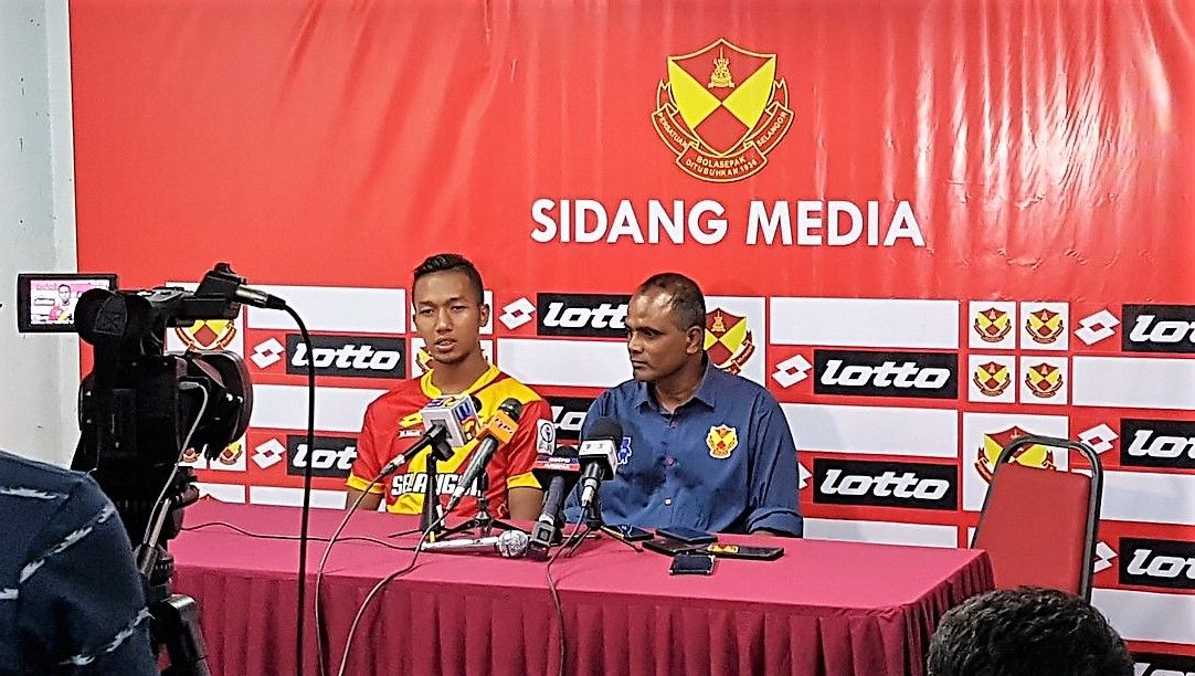 Selangor head coach P. Maniam (right) and Adam Nor Azlin following their match against Pulau Pinang 21/1/2017