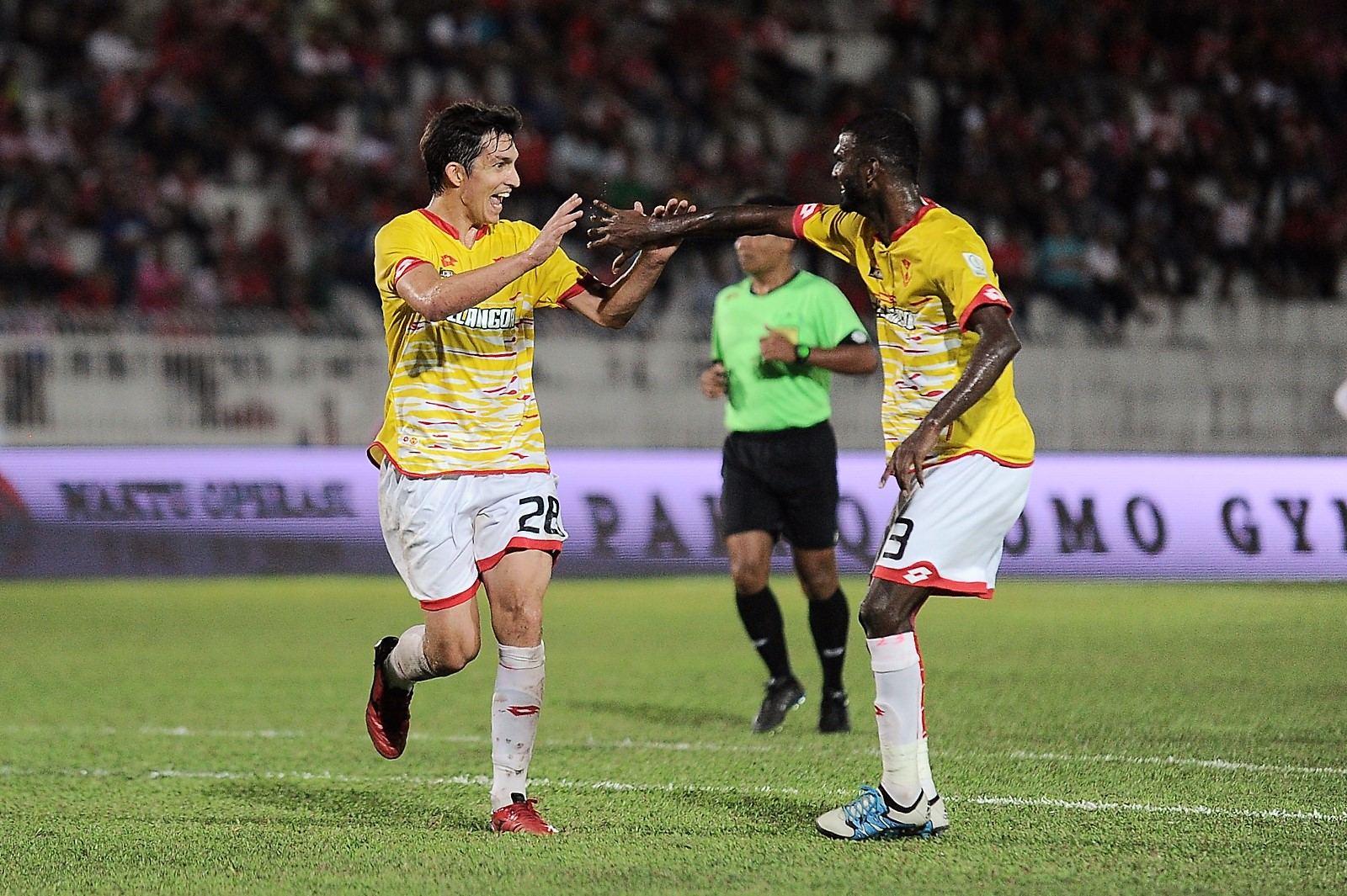 Selangor's Juliano Mineiro (left) celebrates his goal against Kelantan with S. Veenod 25/2/2017