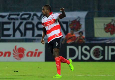 Madura United Gasak Sriwijaya FC