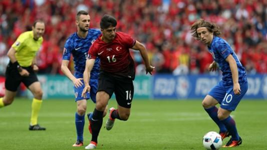 Ozan Tufan Luka Modric Croatia Turkey Parc des Princes Euro 12062016