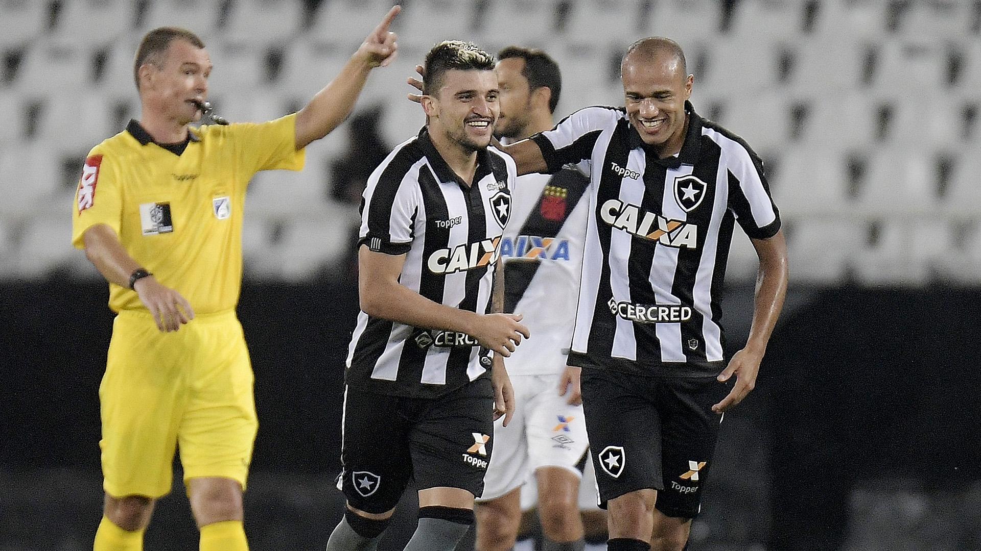 Victor Luis marcou o segundo gol