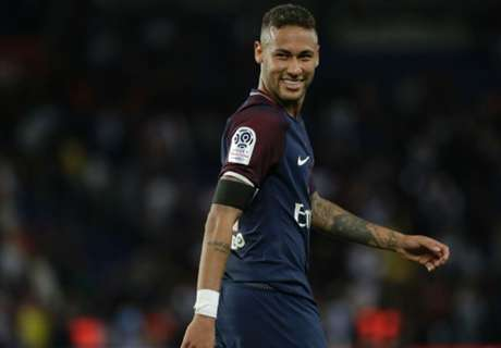 Neymar takes shot at Barca board