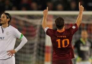 Totti esulta dopo il 2-1 al Cesena