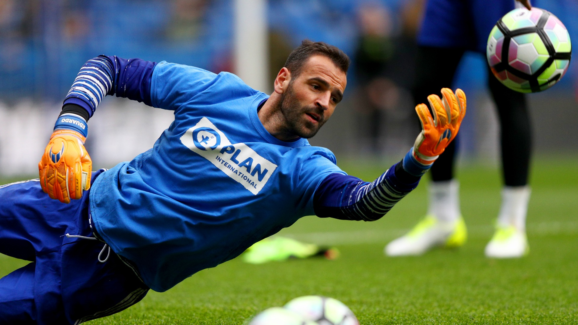 Chelsea's third-choice keeper Eduardo signs new deal