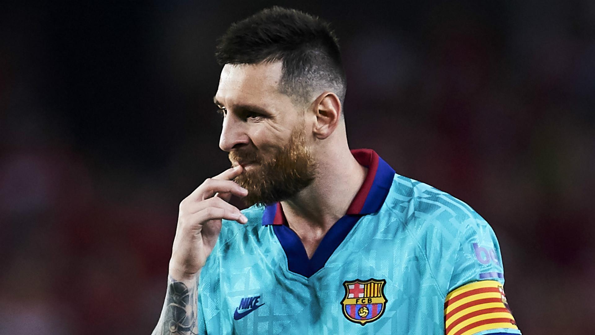 Video: FOOTBALL: La Liga: Messi's 700 matches for Barca