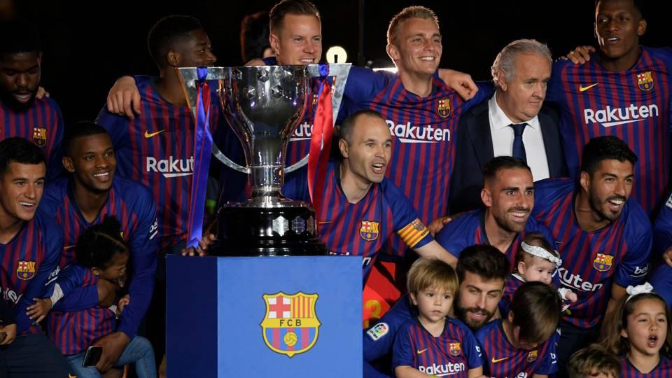 Barcelona La Liga title trophy 2017-18