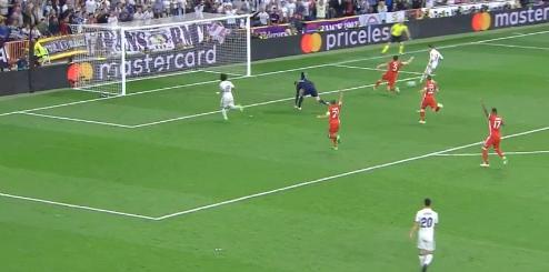 إصابة حارس مرمى بايرن ميونخ مانويل نوير أمام ريال مدريد في إياب ربع نهائي أبطال أوروبا بسبب هدف رونالدو الثالث