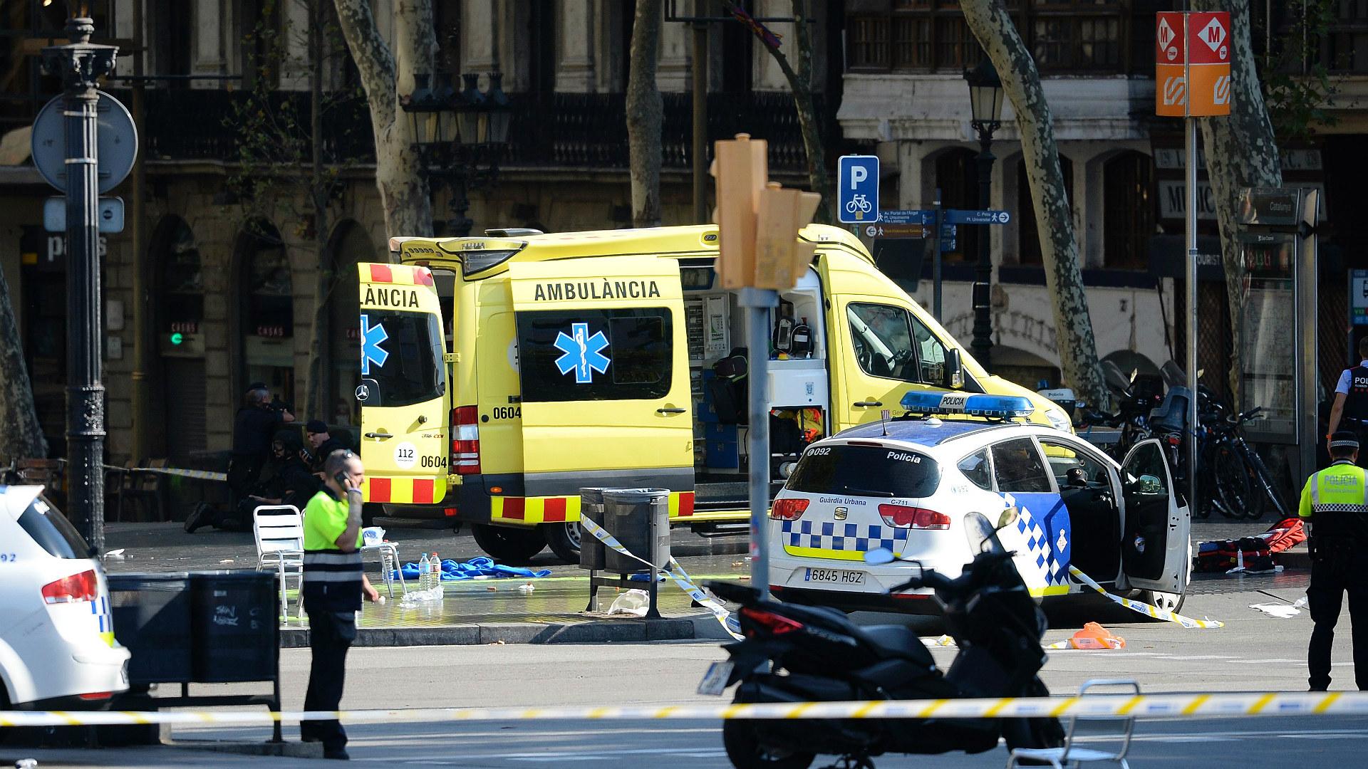 Após atentado, treino do Barcelona começa com um minuto de silêncio