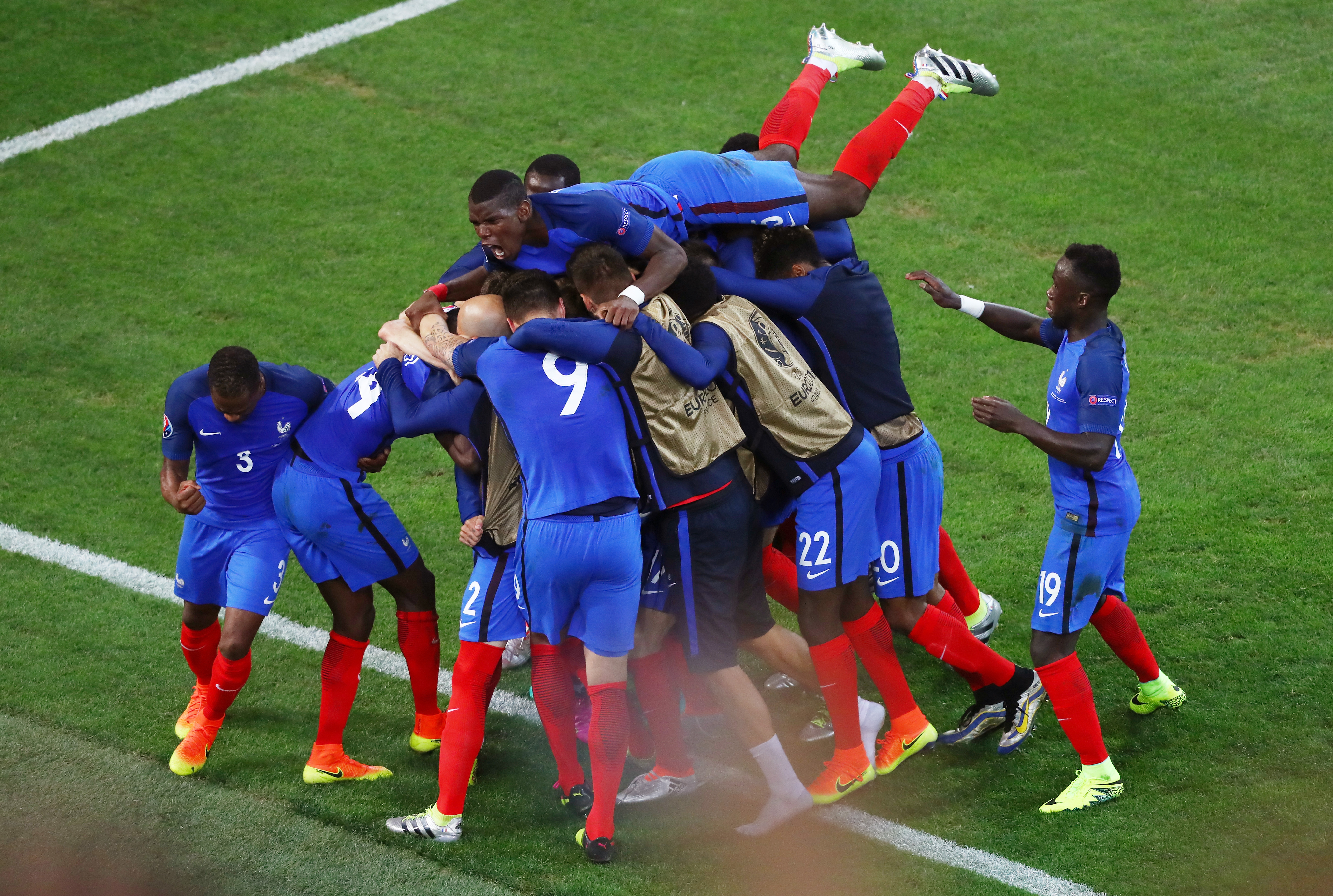 Calcio, Europei 2016: Griezmann salva la Francia, Irlanda ko in rimonta
