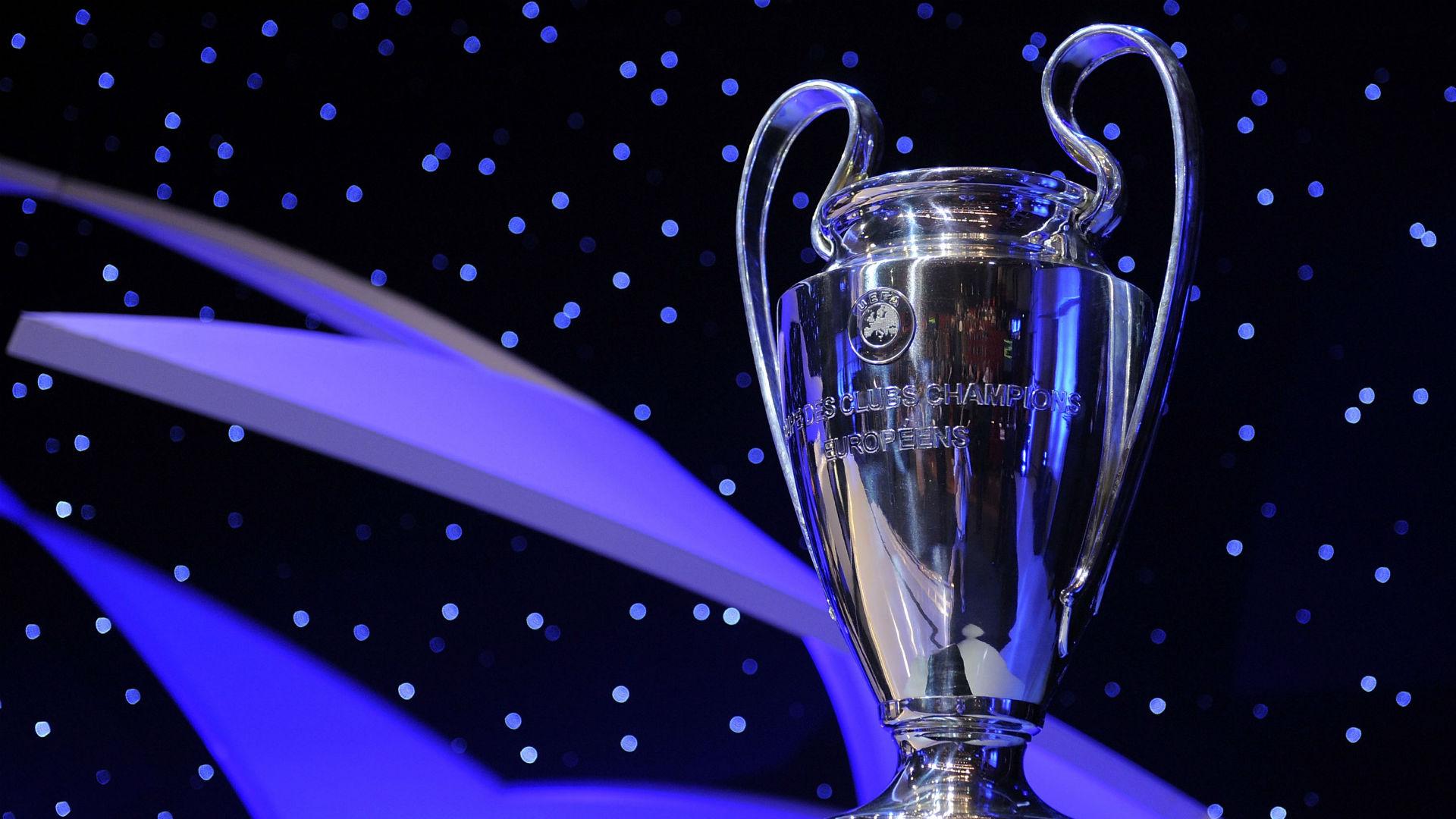 Napoli está en zona de grupos de la Champions