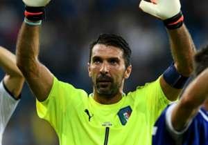 Gianluigi Buffon telah melakoni laga ke-168 bersama Italia dalam kemenangan 2-0 atas Albania, Sabtu (25/3). Berkat penampilan tersebut, Buffon resmi jadi pemain dengan caps internasional terbanyak di Eropa. <strong>Goal</strong> pun menghitung mundur p...