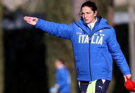 Wanita Ini Jadi Pelatih Timnas Junior Italia