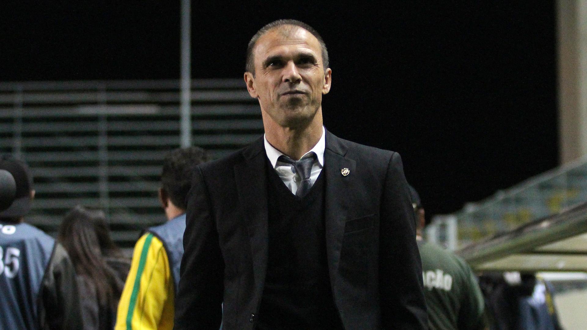 Após empurrão, Milton Mendes presta queixa contra Rodrigo em delegacia