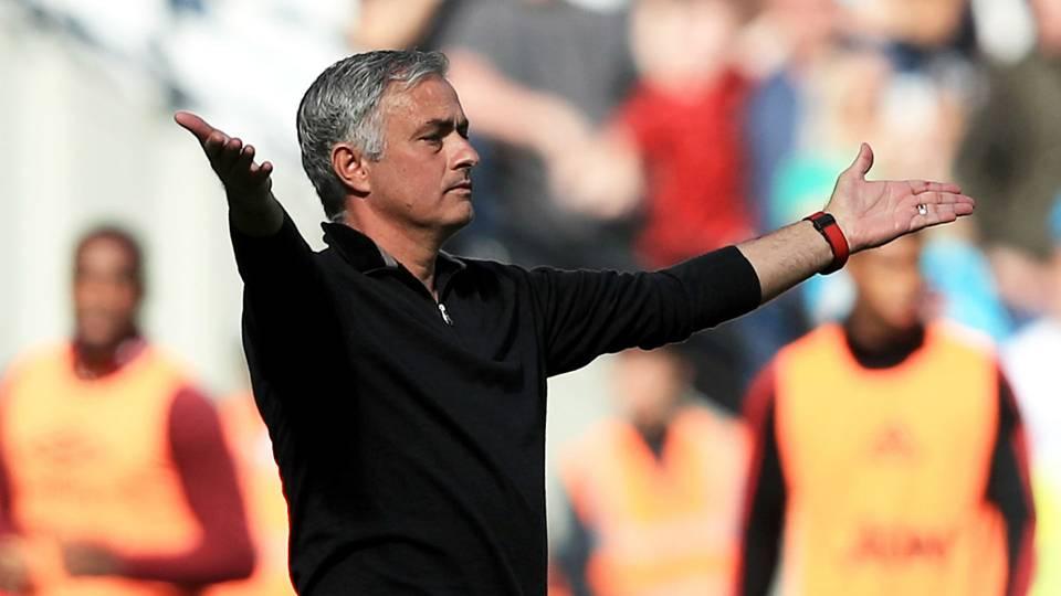 Giggs warns sacking Mourinho will cause Man Utd more problems