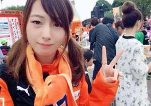 """「静岡には美女が多いらしい」。そんな噂を聞いたので、とりあえずスマホを片手にスタジアムへ行ってみた。Jリーグを代表する2つのクラブ、清水エスパルスとジュビロ磐田。今回は、10月14日の """"静岡ダービー""""に先駆け、両クラブの美女サポのみなさんに""""自撮り""""で最高の一枚を撮ってもらった。カラフルなユニフォームを身にまとった美女サポさんたちの渾身の一枚を、とくとご覧あれ!! <br>※なお、本企画はクラブ、美女さんたちに正式な許可を取っているので、よい子のみんなは許可なしに真似しないこと! ©Goal J..."""