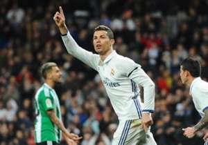 "<span style=""font-size: large;"">احتل النجم البرتغالي كريستيانو رونالدو، هداف ريال مدريد، صدارة قائمة أعلى لاعبي كرة القدم دخلاً لموسم 2016/2017، متفوقًا على منافسه الأرجنتيني ليونيل ميسي، نجم برشلونة، وإليكم أعلى 5 لاعبين دخلاً بالأرقام:</span>"
