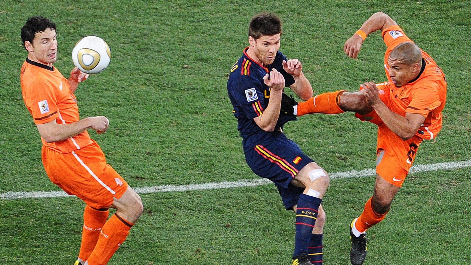 Nigel de Jong, Xabi Alonso, Netherlands vs Spain