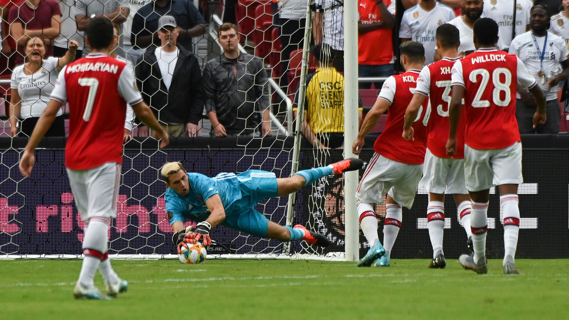 'I'm more than ready' - Martinez aims to use Europa League to oust Leno as Arsenal No.1