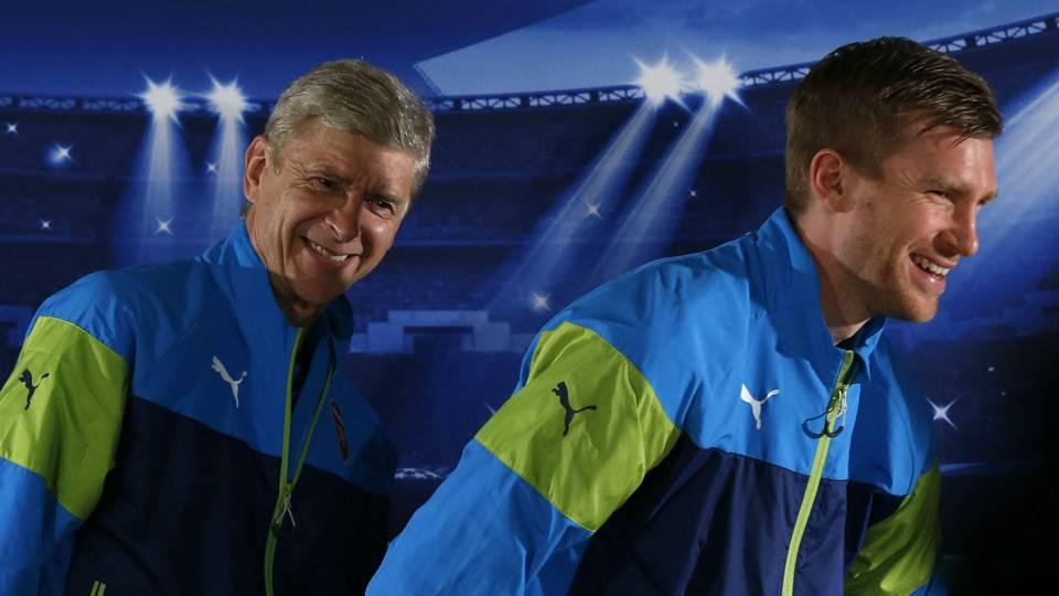 Arsene Wenger Per Mertesacker Arsenal