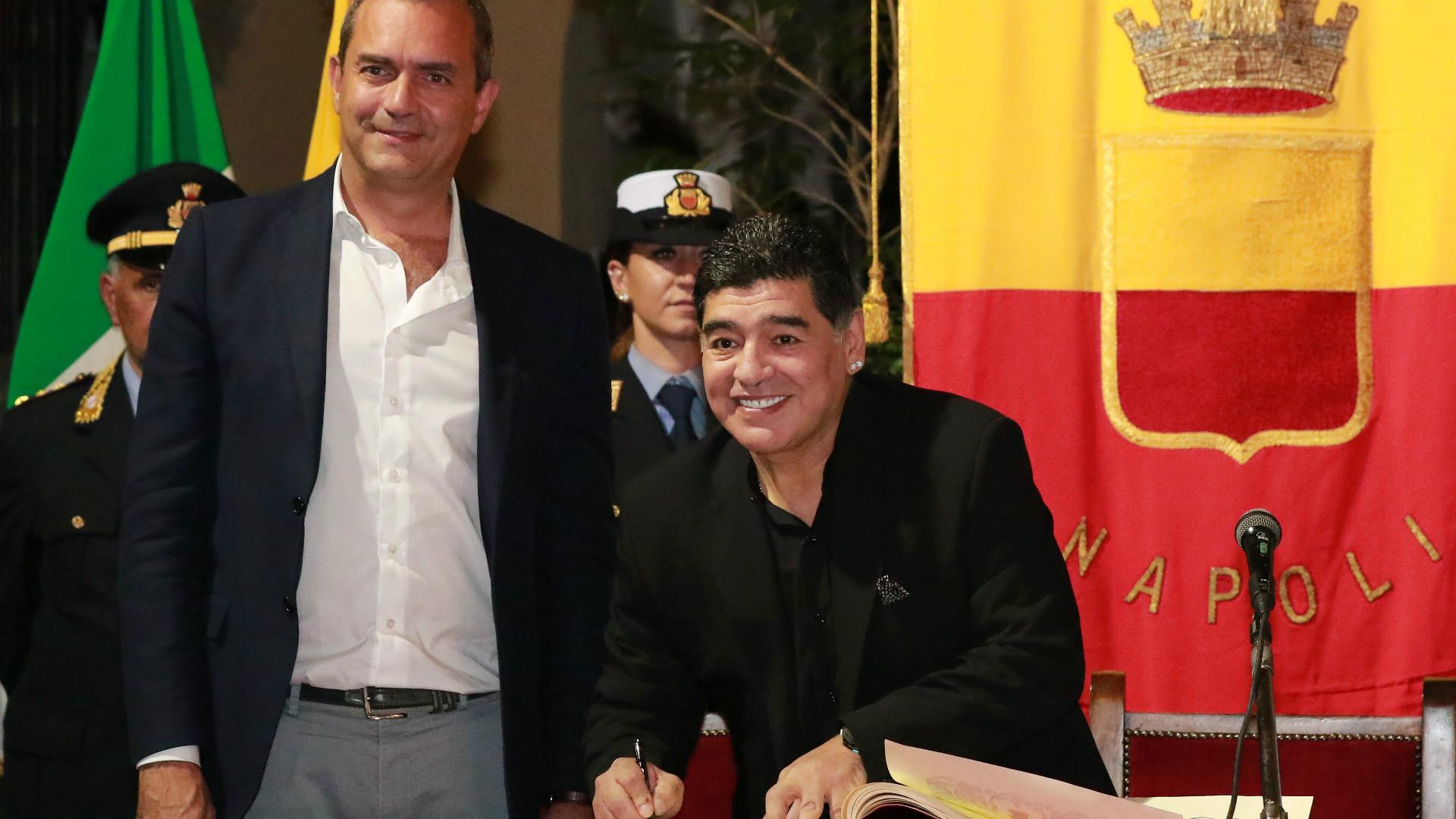 Furor por Maradona en su paso por Nápoles
