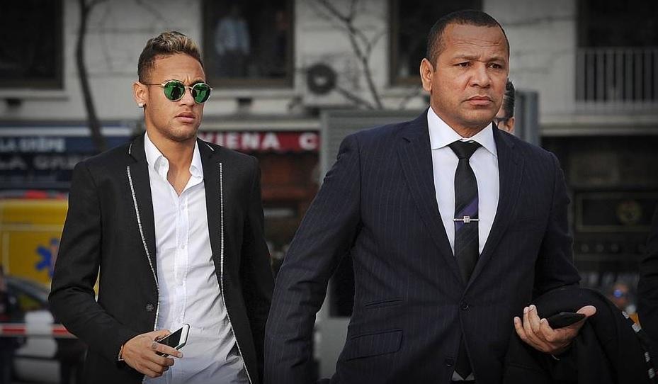 PSG - Le père de Neymar choqué par les banderoles et les insultes au Parc ?
