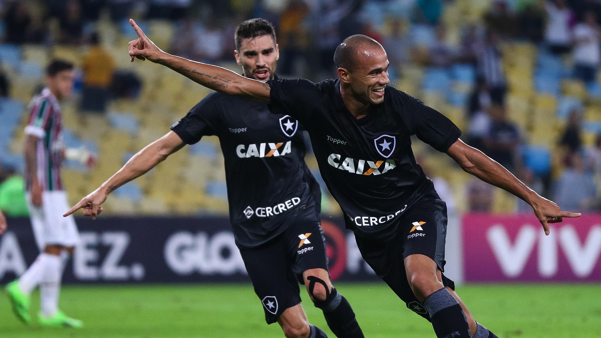 Botafogo vence o Fluminense no Maracanã