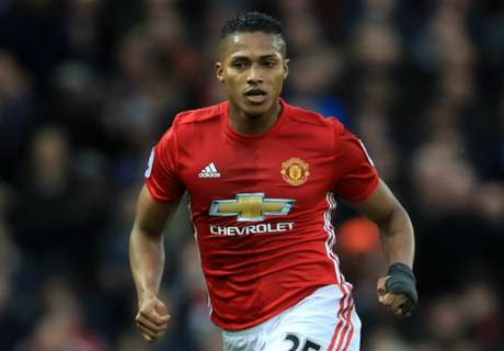 Mou: Valencia is world's best right-back