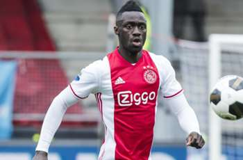 PSG Siap Hadapi Barcelona Demi Bek Ajax Amsterdam