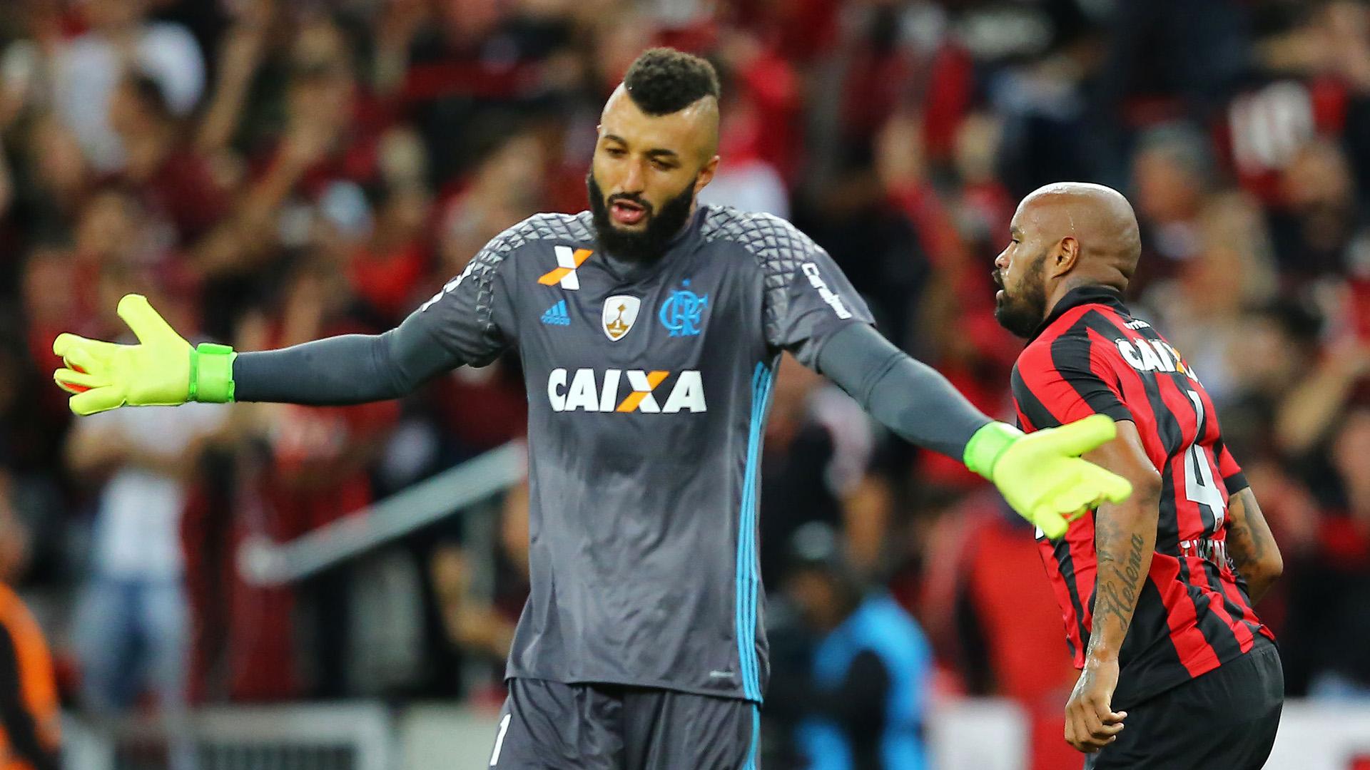 Alex Muralha Thiago Heleno Atletico-PR Flamengo Libertadores 26042017