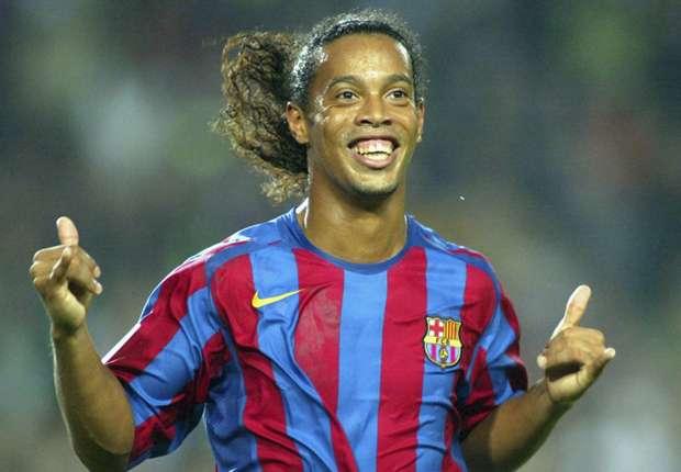 Pha bóng Ronaldinho khiến Cech phải