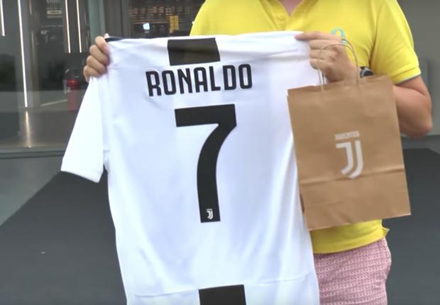 How much is Cristiano Ronaldo s Juventus shirt 87cfae42f