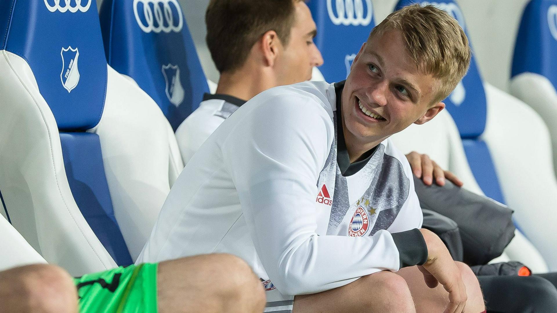 Bundesliga: FC Bayern stattet Felix Götze mit Profivertrag aus