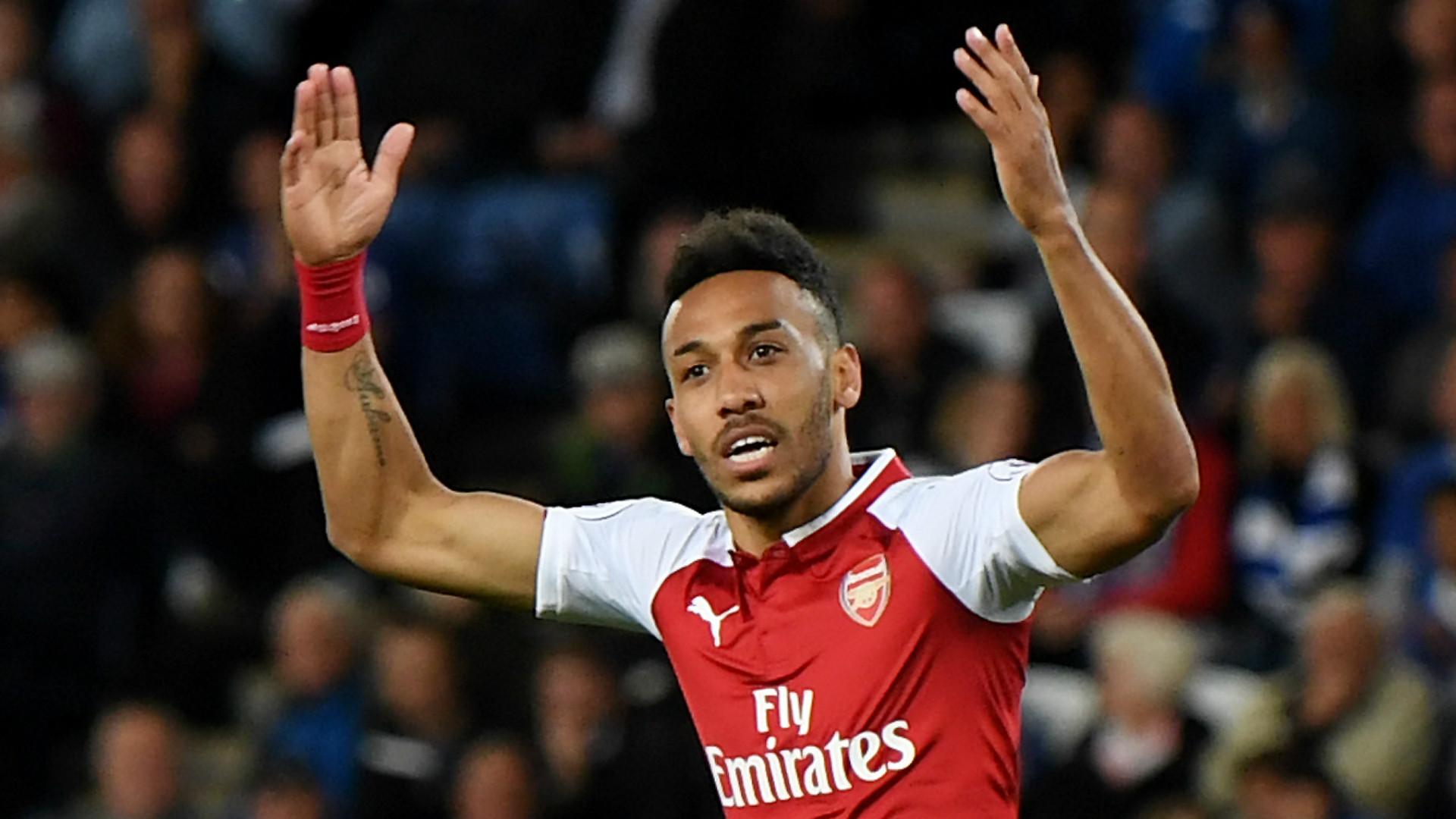Aubameyang &Bellerin show off new Arsenal away shirt