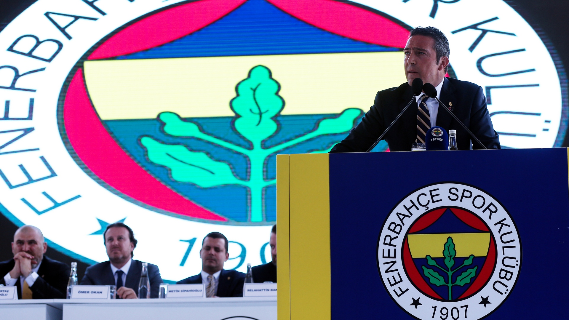 Fenerbahçe'de yönetim kurulu ibra edildi