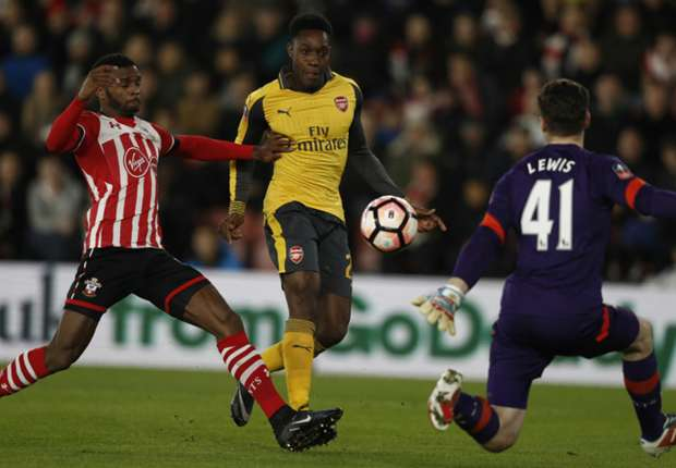 Southampton 0-5 Arsenal: Walcott grabs hat-trick as Gunners cruise