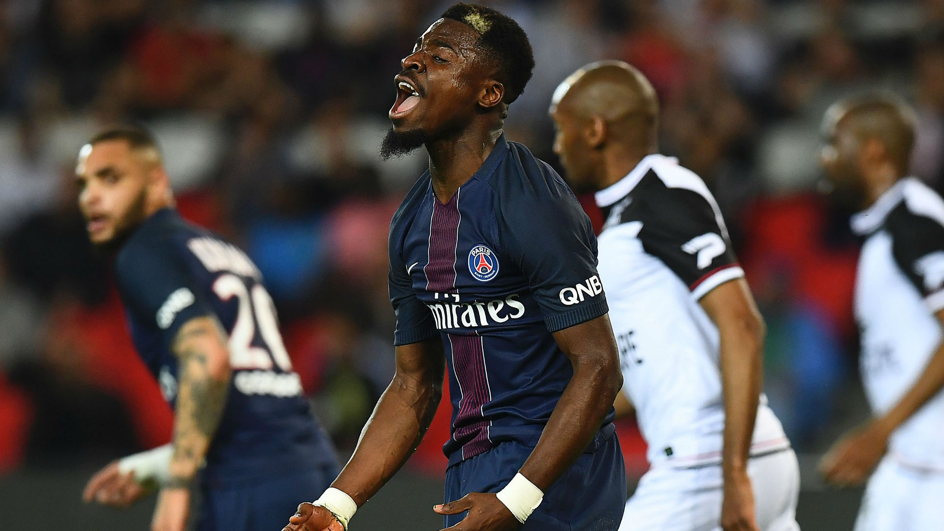 Mercato - PSG : Serge Aurier intéresserait Leonardo