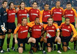 Sepanjang karirnya di Roma, Totti bermain dengan banyak bintang. Goal Italia merangkum skuat terbaik Roma yang pernah bersanding dengan Totti.
