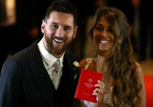 巴塞隆拿球王美斯結婚,婚禮當然球星匯聚,不論現役及掛靴球員均有到賀,一齊睇睇當中盛況。