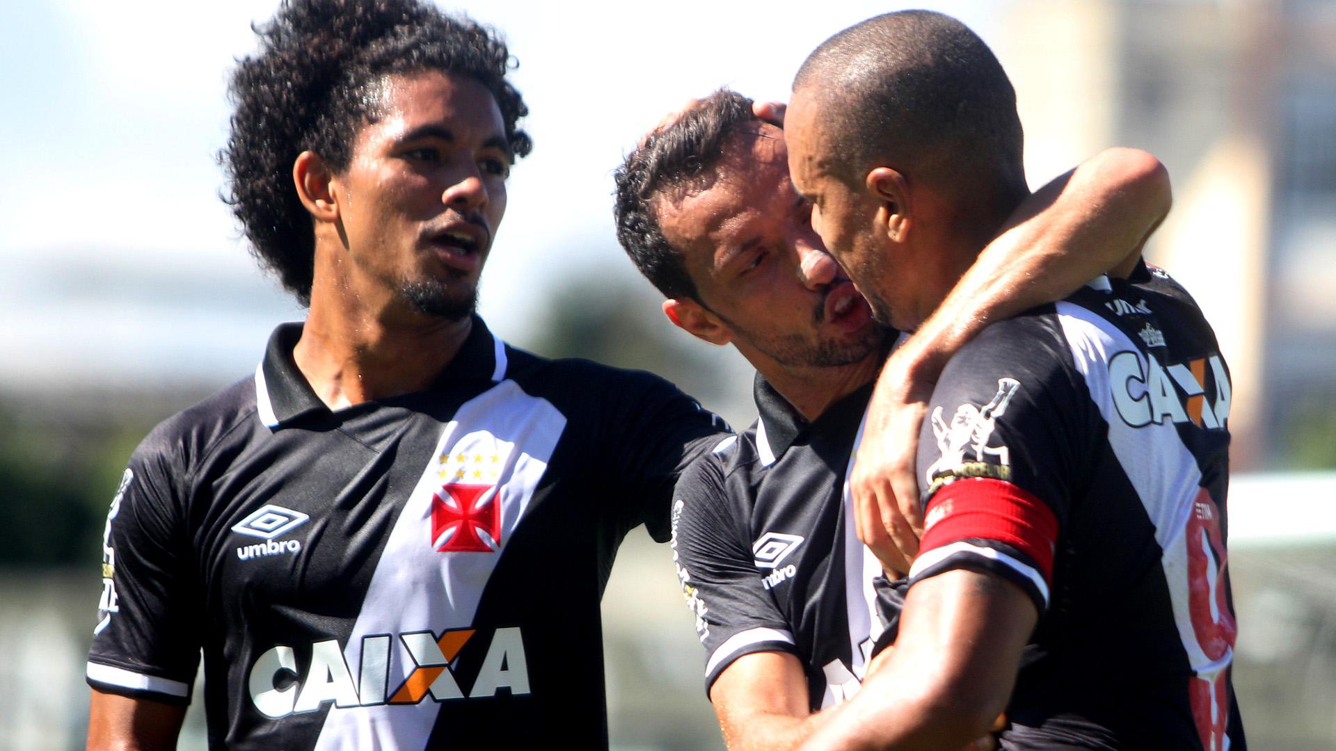 Nene Douglas Luis Fabiano Vasco Atletico-GO Brasileirao Serie A 25062017
