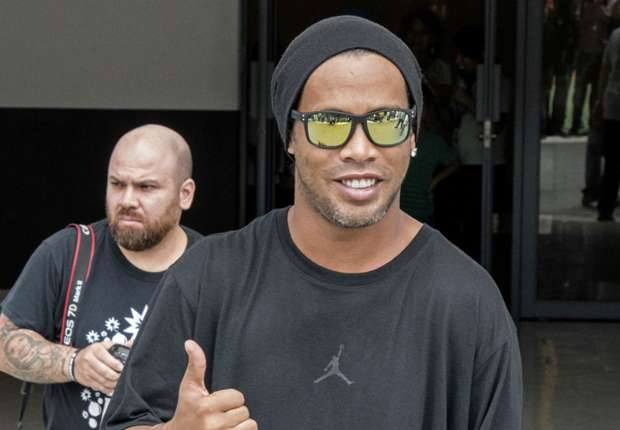 Ronaldinho je Barcelonin ambasador i igra humanitarne utakmice